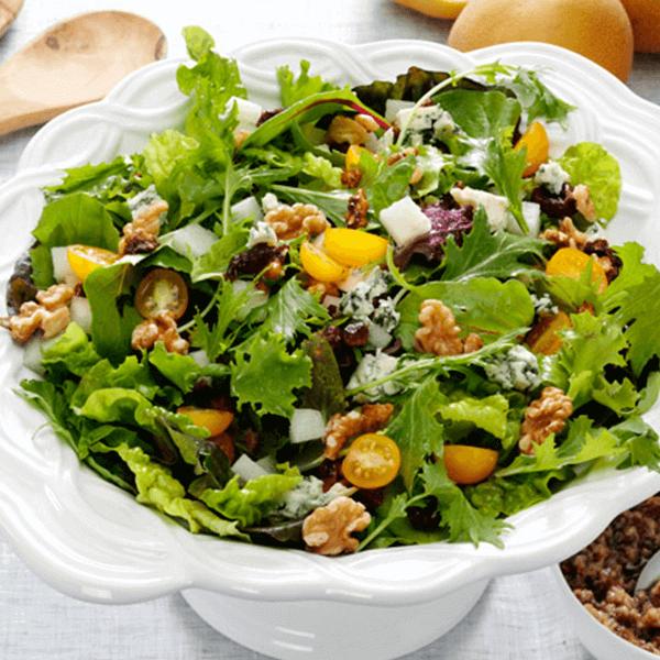 Walnut-Bleu Date Vinaigrette Salad